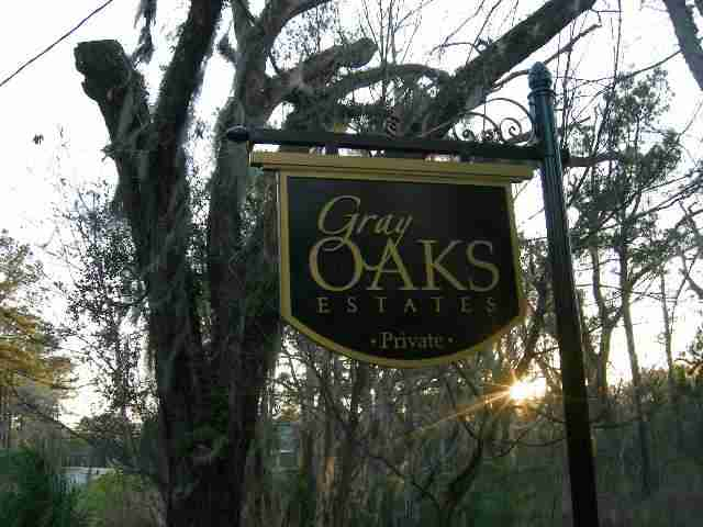 Gray Oaks Sign